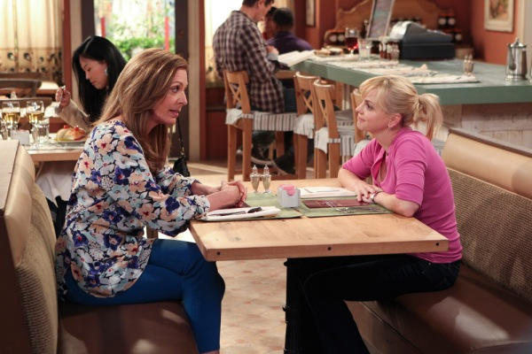 Allison Janney (left) and Anna Faris star as mother and daughter in Mom (Image: CBS)